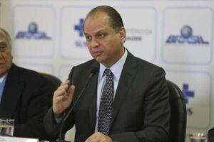 """O ministro Ricardo Barros (PP-PR) disse que existe um caminho """"super-rápido"""" para o registro de novos produtos pela Anvisa"""
