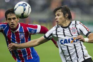 Romero disputa jogada contra jogador do Bahia
