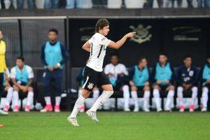Romero dá show, Corinthians vence o São Paulo e mantém liderança