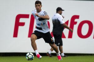 O meia Vitor Bueno, que não vinha recebendo oportunidades nos últimos jogos, deve voltar ao time titular no lugar de Lucas Lima