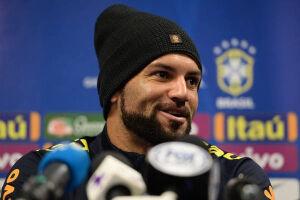 Provável titular da meta brasileira, Weverton espera dar conta do recado contra a Argentina