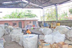 Em 2014, a prefeitura do Guarujá aderiu a um programa de reciclagem onde se comprometeu a manter a infraestrutura da cooperativa, porém não arcou com aluguel