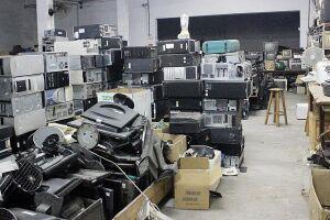 Centro de reciclagem consegue reciclar em torno de 12 toneladas/mês de eletrônicos e abriga sete funcionários