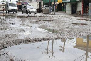 Situação da Avenida Penedo foi retratada em diversas reportagens do Diário do Litoral; repleta de buracos, via tem servido de cenário para graves acidentes de trânsito