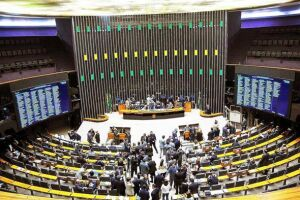 O parecer sobre a denúncia contra o presidente Michel Temer não pode mais uma vez ser lido no plenário da Câmara nesta segunda-feira, 17, por falta de quórum