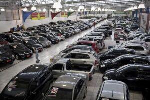 A venda de veículos novos no Brasil subiu 13,49% em junho deste ano ante o mesmo mês do ano passado, para 194,9 mil unidades