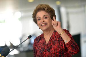 """Dilma citou uma frase em latim que foi usada por Temer quando o então vice-presidente escreveu uma carta direcionada a ela para falar que era um """"vice decorativo"""""""