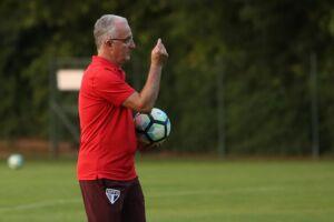 O técnico Dorival Junior mostrou preocupação com o lado emocional dos jogadores após o empate, em casa, diante do lanterna Atlético Goianiense