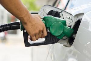 A Petrobras elevará o preço da gasolina nas refinarias em 1,4% e o diesel em 0,2%. Os preços valem a partir deste sábado, dia 22