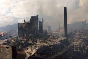 Segundo os bombeiros, o incêndio foi controlado por volta das 9h48