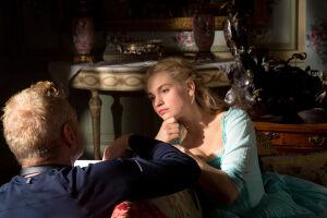 Lily James, de 28 anos, viveu a Cinderela no filme lançado pela Disney em 2015