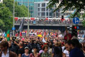Manifestantação reúne mais de 20 mil pessoas no centro de Hamburgo