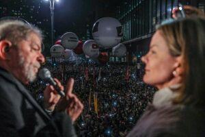 Em ato em SP, Lula diz que é mais honesto do que procuradores e Moro
