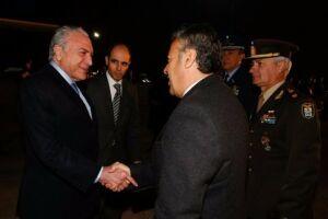 Temer é recepcionado ao chegar em Mendoza, na Argentina, para a reunião do Mercosul