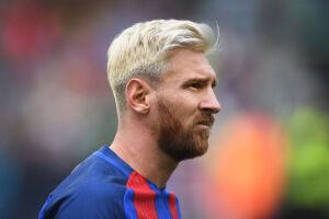 O Barcelona anunciou a renovação do contrato com o craque argentino Lionel Messi