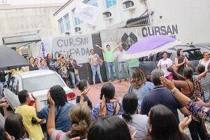 Funcionários da Cursan ocuparam a sede da empresa logo após o anúncio de fechamento; autarquia foi fundada há 32 anos e empregava 542 funcionários