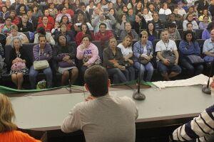 Os vereadores ouviram a comissão e, diante do auditório lotado, garantiram apoio aos trabalhadores