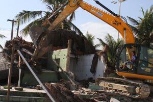 Em 2015, a Prefeitura começou a cumprir o TAC e demoliu quatro quiosques, sob o argumento de estarem desativados