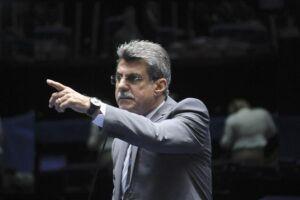 Jucá quer votação de reforma política na Câmara antes do recesso