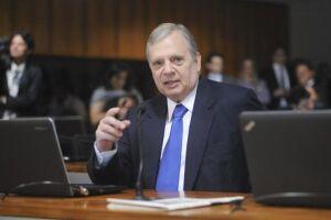 Tasso Jereissati diz que não há consenso sobre permanência do PSDB no governo