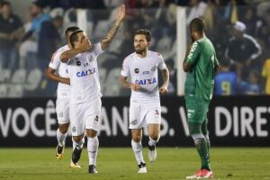 Vecchio marcou o gol da vitória e o seu primeiro com a camisa do Santos