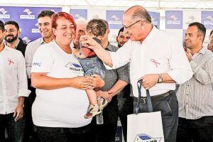 Governador Geraldo Alckmin entrega casas em São Vicente