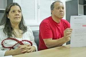 A professora Cristiane Leila e seu irmão e pai da criança, Carlos Alberto da Silva Gonçalves