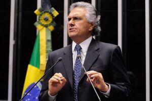 Ronaldo Caiado (DEM-GO) faltará à sessão que decidirá sobre o futuro do colega tucano Aécio Neves (PSDB-MG)