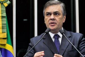 Cássio Cunha Lima (PSDB-PB) disse que há um 'sentimento' no PSDB para que o senador Aécio Neves (PSDB-MG) deixe a presidência do partido