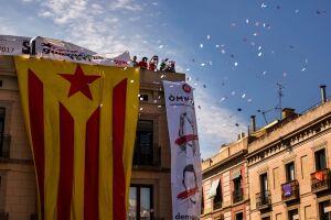Milhares de pessoas saíram às ruas na Catalunha pedindo independência. Houve mais de 900 feridos