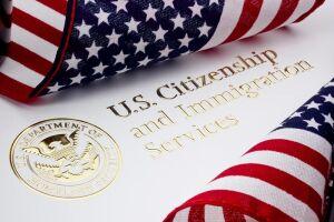 A Lei de Imigração e Nacionalidade dos EUA não contém qualquer inelegibilidade para gravidez