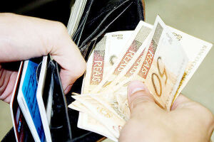 O endividamento das famílias subiu para 41,6% em agosto, segundo o Banco Central