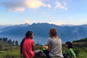 """Documentário """"Um Dia eu voltaria"""" narra a história da escritora que viajou sozinha por seis meses pela Tailândia, Camboja e Vietnã, fazendo trabalhos voluntários em troca de alimentação e acomodação"""