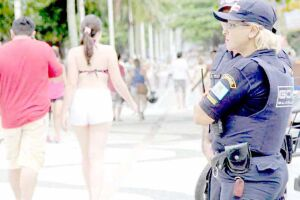 Os guardas civis municipais estão fazendo exame psicológico e treinamento