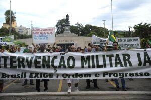 A parcela de brasileiros que mostra simpatia por militares no poder é maior do que a média global