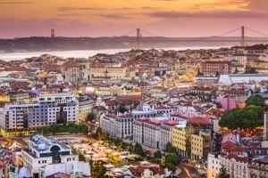 Portugal tem sido a escolha de muitos brasileiros que buscam fugir da crise econômica do País