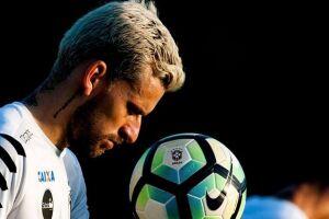 O próprio meio-campista admitiu recentemente a possibilidade de jogar no rival do Santos na próxima temporada