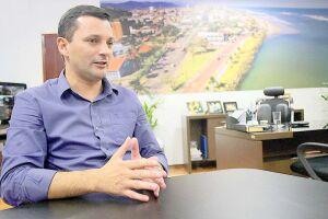 """""""Teremos na nossa cidade professores altamente capacitados e material didático de ótima qualidade', disse o prefeito"""