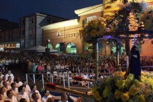 Cerca de 5 mil fiéis participaram de missa campal presidida pelo padre Lucas Alves