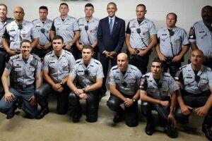 Obama aceitou posar sorridente ao lado dos PMs
