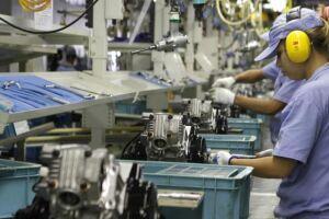 Para a CNI, a indústria crescerá este ano 0,8%, o primeiro resultado positivo desde 2013. A estimativa anterior era 0,5% de expansão