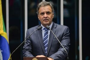 Aécio Neves (MG) indicou a aliados que deverá deixar a presidência do PSDB