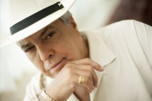 O cantor Sidney Magal comemora hoje 50 anos de carreira no Coliseu, em Santos