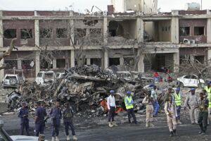 Fachada do Hotel Safari em Mogadíscio, capital da Somália, onde uma forte explosão deixou pelo menos 215 mortos e mais de 300 pessoas feridas