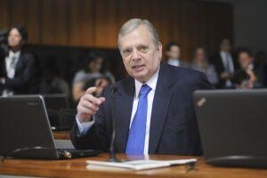 Tasso Jereissati (CE) defendeu a renúncia definitiva de Aécio Neves à presidência do partido