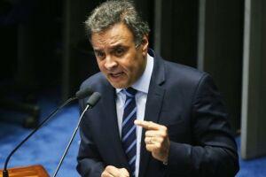 Na terça-feira (21), Aécio disparou telefonemas para deputados da sigla, pedindo que votem favoravelmente às mudanças nas aposentadorias
