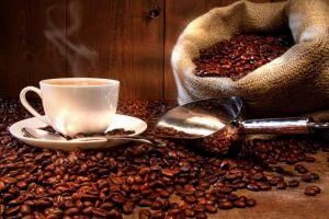 O café e o chá possuem essa pigmentação e podem manchar os dentes, dependendo da frequência de consumo