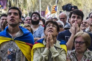 Em 27 de outubro, o Parlamento regional decidiu convocar uma constituinte para declarar a separação da Espanha