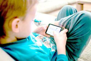 Estudo mostra que 30% das cefaléias na infância estão relacionadas ao excesso de computador que também leva à miopia acomodativa