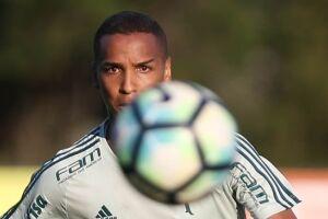 Deyverson saiu aplaudido após dois gols contra o Flamengo